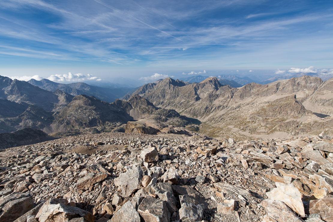 "Du mont Clapier vers le sud     1/250 s à f/8,0 - 100 ISO - 15 mm     03/09/2016 - 10:07     44°6'52"" N 7°25'13"" E     3045 m"