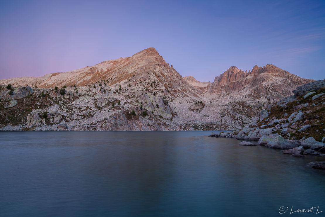 "A l'aurore, le lac Nègre  |  6,0 s à f/11 - 100 ISO - 21 mm  |  26/09/2014 - 07:06  |  44°9'31"" N 7°14'15"" E  |  2354 m"