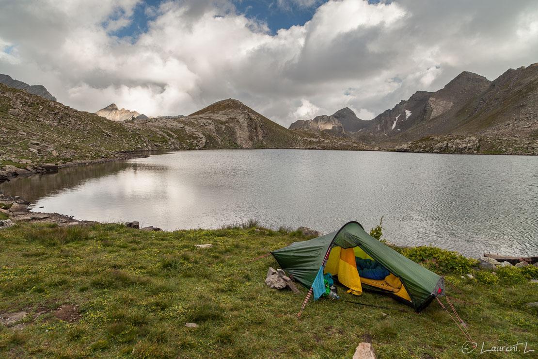 "Mon ""refuge"" au lac des Hommes (2660 m)  |  1/30 s à f/7,1 - 100 ISO - 21 mm  |  31/08/2013 - 18:31  |  44°22'24"" N 6°51'45"" E  |  2620 m"