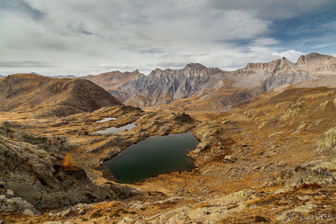 "Au-dessus des lacs de Morgon  |  1/25 s à f/11 - 100 ISO - 21 mm  |  21/10/2012 - 14:22  |  44°20'12"" N 6°54'52"" E  |  2526 m"