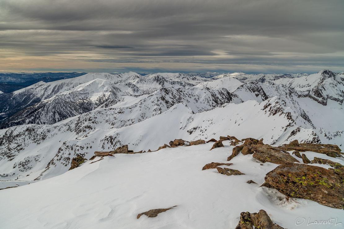 "Du sommet, vers l'Ouest     1/100 s à f/9,0 - 100 ISO - 21 mm     27/01/2013 - 13:18     44°8'39"" N 7°17'43"" E     2783 m"