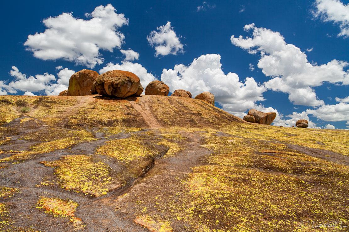 "Malindidzimu ou colline des esprits (Matobo National Park)     1/100 s à f/9,0 - 100 ISO - 21 mm     28/12/2010 - 12:37     20°29'37"" S 28°30'48"" E     14073 m"