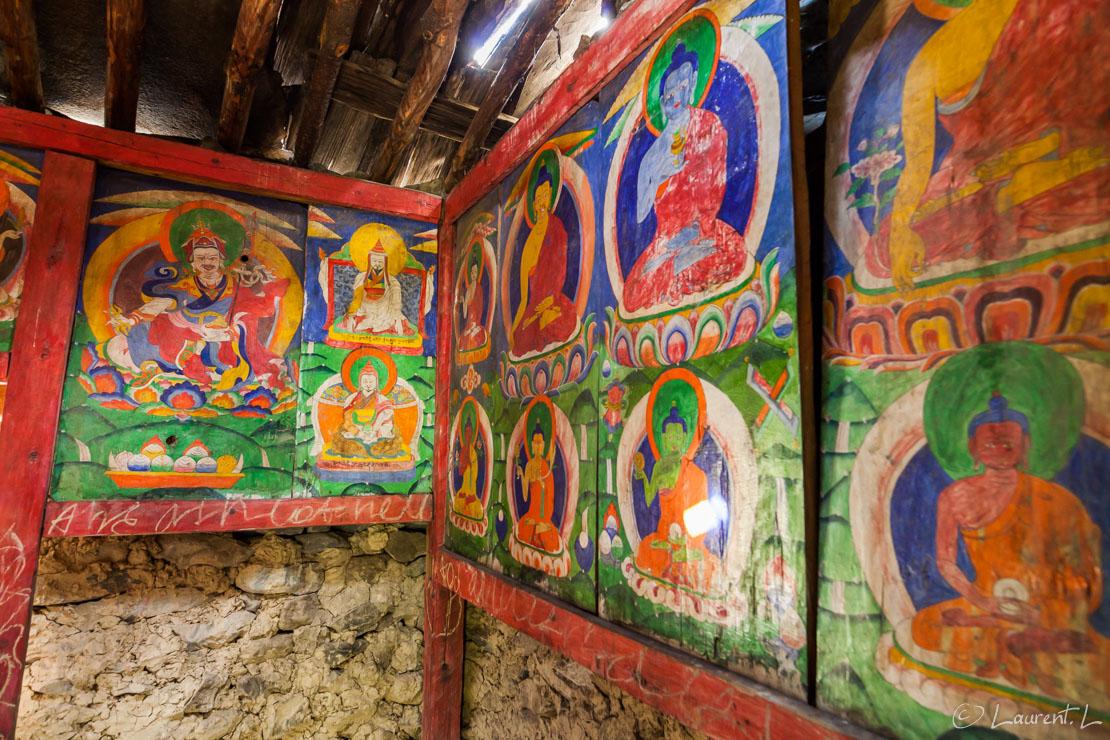 """Temple entre Deng et Namrung     1/15 s à f/5,6 - 2000 ISO - 21 mm     28/10/2013 - 11:22     28°31'46"""" N 84°49'52"""" E     2109 m"""