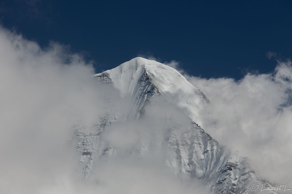 "Le Samdo (6335 m) ou le Khayang (6186 m)  |  1/320 s à f/11 - 100 ISO - 165 mm  |  30/10/2013 - 10:51  |  28°35'56"" N 84°37'16"" E  |  3990 m"